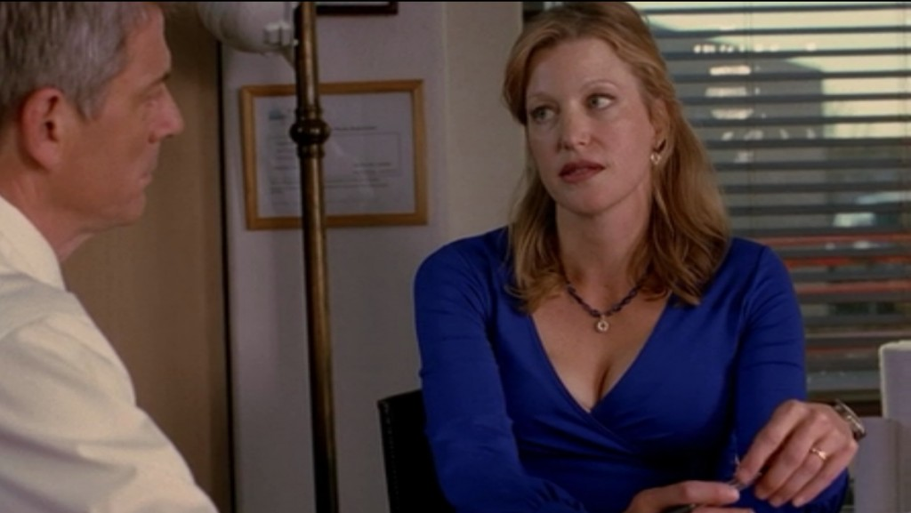 Best Supporting Cleavage in a Drama: Anna Gunn as Skyler White in Breaking Bad - hourglassy.com