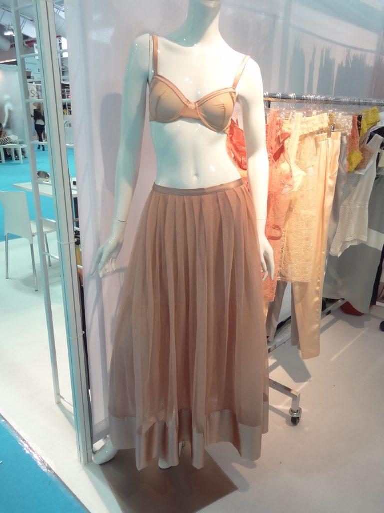 big busts can wear the Monette silk skirt