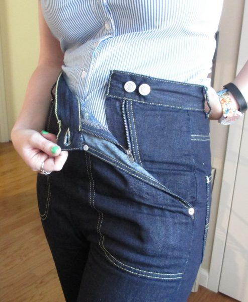 The zipper is hidden inside the left pocket. Clever!