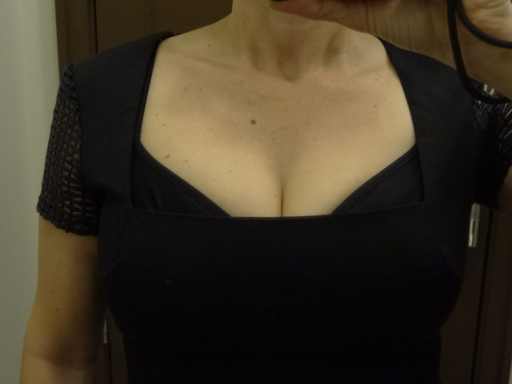 ultra cleavage in roland mouret lace sleeve front closeup