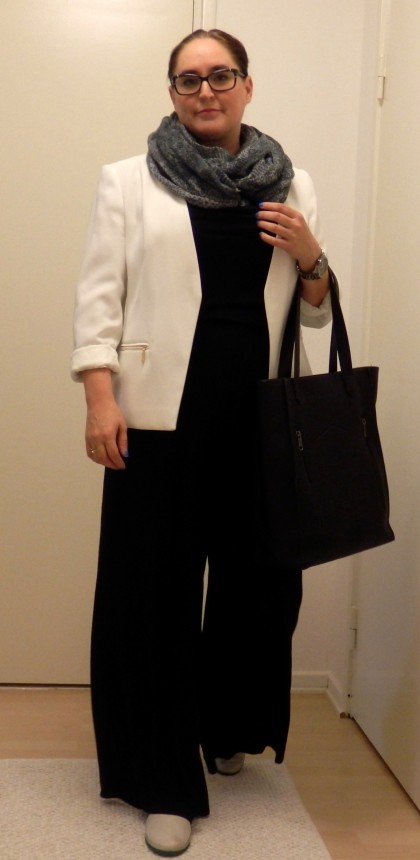 It was a chilly morning so added a Luhta snood. Bag is by Brooklyn Industries.