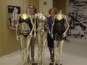 leah darlene and mannequins 1