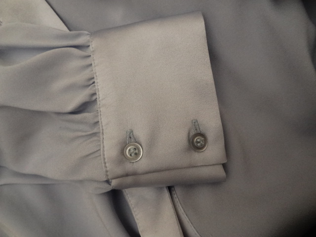 Two-button cuff.