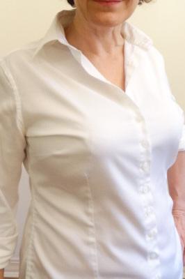 capucine closer under white shirt-001