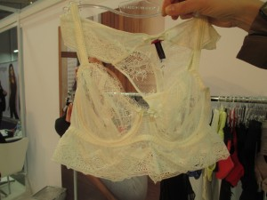 Also part of the Blossom collection is this dainty demi bustier, which, miraculously, is offered up to G-cups (aka UK F). I realize F is not that big, but it's rare to see something this delicate go above D, so I'll take it!
