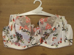 Fantasie is on point with their embroidery this season. Kimberley's gorgeous tropical branch print marries perfectly with the delicate orange flowers embroidered on the upper cup.