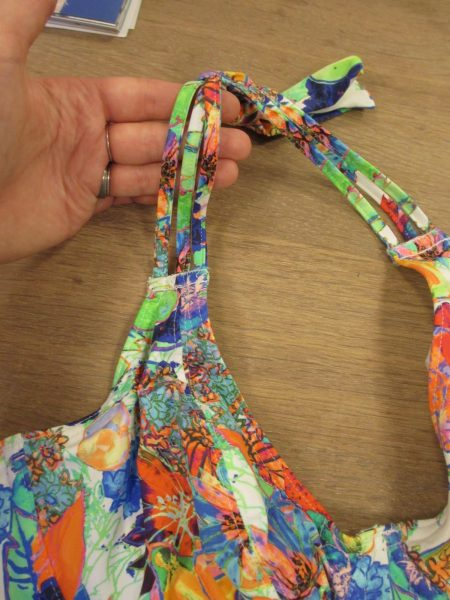 Closeup of the straps. They come together in one flat piece toward the neck, so that you can tie a more comfortable knot.